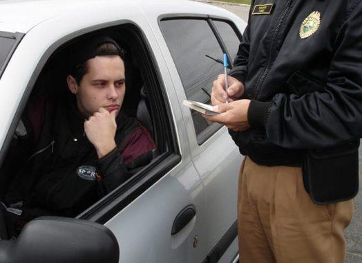 Foi multado por dirigir com a CNH vencida na pandemia? Veja o que fazer