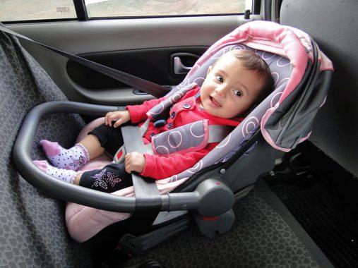 Deputado propõe dispensar veículos de aplicativo de transportar crianças em cadeirinha
