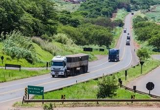 Bolsonaro veta avaliação periódica de saúde a motoristas profissionais
