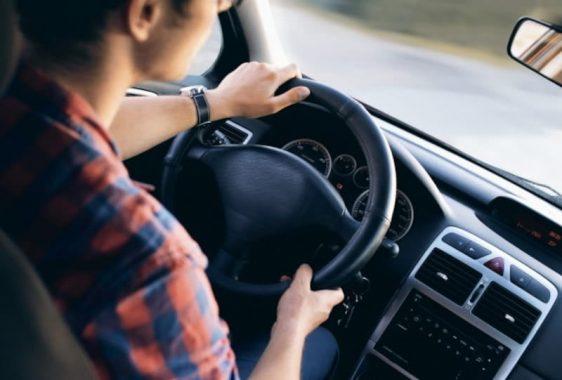 Uso indiscriminado de buzinas é infração de trânsito
