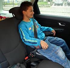 Você sabe por que crianças menores de 1,45m devem utilizar assento de elevação no carro? Veja aqui
